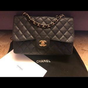 Chanel caviar Quilted Jumbo Single Flap bag